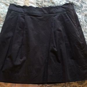 Gray J Crew skirt size 10 with POCKETS!